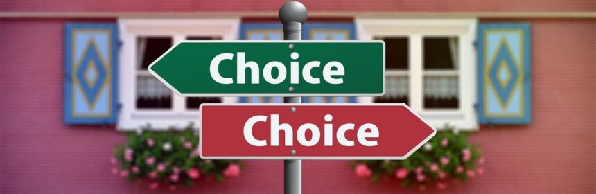 Two signposts pointing in opposite directions with the word choice.